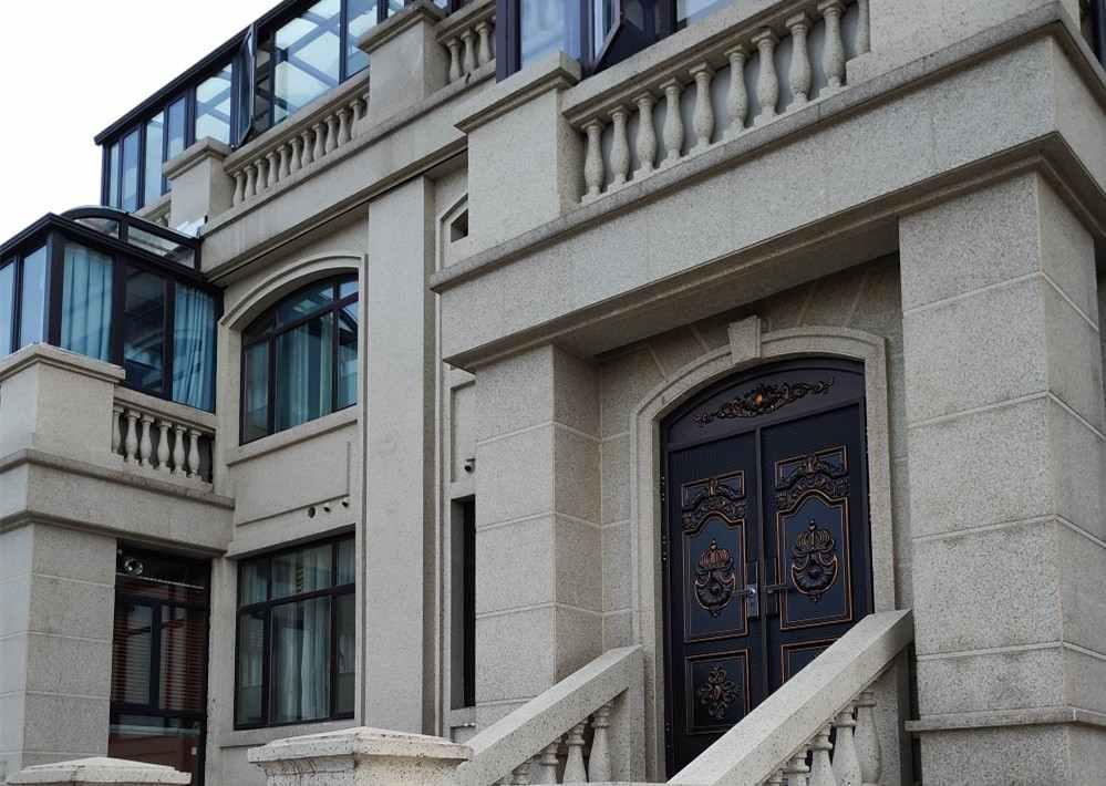 铸铝进户门,锌合金进户门,别墅业主马总的安装
