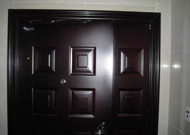 开发商装的入户门